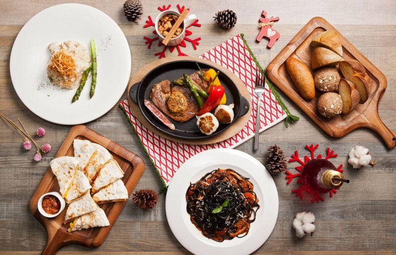 Port23聖誕期間推出 「繽紛歡聚聖誕饗宴」多人分享餐分別TWD3200+10% 與TWD5000+10%可享受特選黑安格斯冷藏肋眼及義大利麵等多樣料理。
