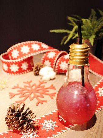 以接骨木花茶為基底的Christmas ball冰冰甜甜,受到大小朋友喜愛