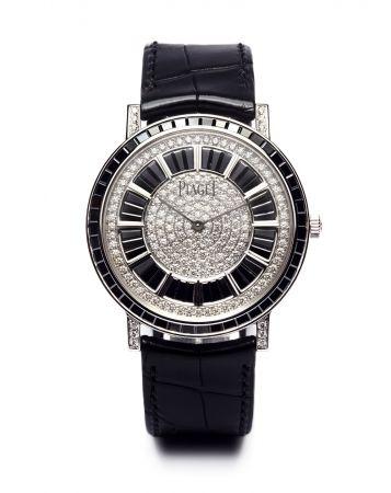 吳中天穿戴明細Altiplano 腕錶41毫米18K白金錶殼鑲嵌493顆圓形美鑽(約3.63克拉)及84顆黑色長方形切割鑽石(約8.74克拉)搭載伯爵製1200P超薄自動上鍊機械機芯G0A40228台幣參考售價 7,600,000元