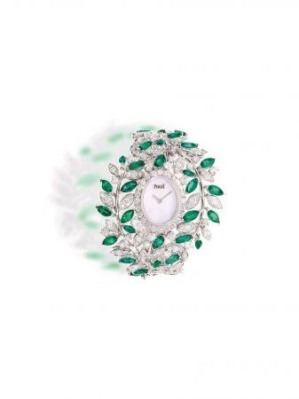18K 白金腕錶錶殼鑲飾24顆圓形美鑽(約重1.80克拉)白色珍珠貝母錶盤錶扣鑲飾32顆馬眼形切割祖母綠寶石(約重12.80克拉)及260顆圓形美鑽(約重11.28克拉)搭載伯爵製 56P石英機芯獨一無二款式 G0A41271台幣參考價格13,900,000元