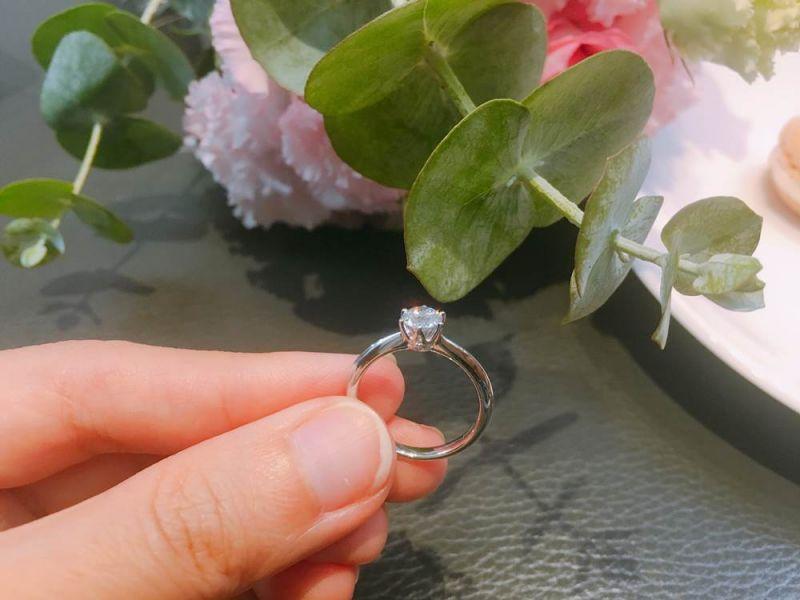 單鑽款式:Sparkle 六爪鑲嵌