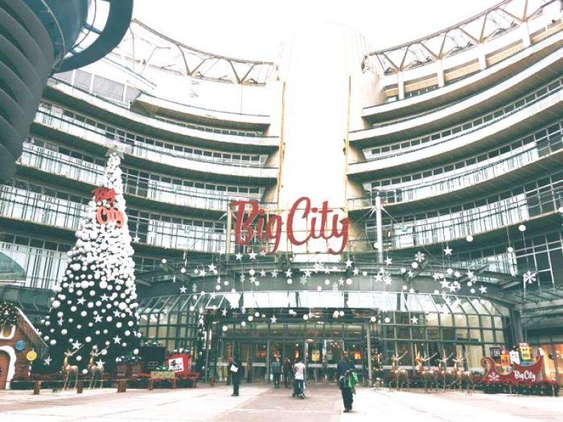 新竹遠東巨城Big City噴水池廣場,也有璀璨的耶誕裝置