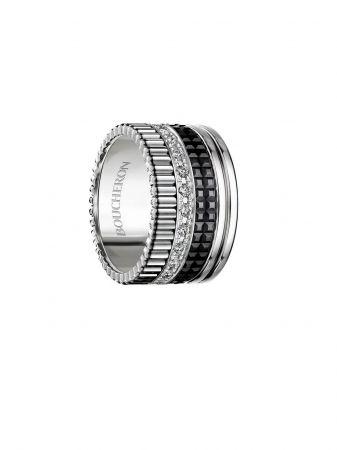 白K金與陶瓷鑲嵌鑽石戒指,Boucheron。