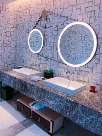 輪軸為主題的浴鏡