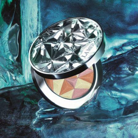 La Mer海洋拉娜推出全新「限量版極光星塵亮妍餅」