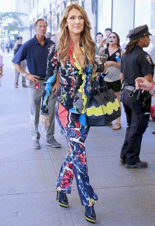 歌壇天后席琳狄翁(Celine Dion)手提Palazzo Empire黃色拼接黑色牛皮提包於紐約街頭, NT$120,000