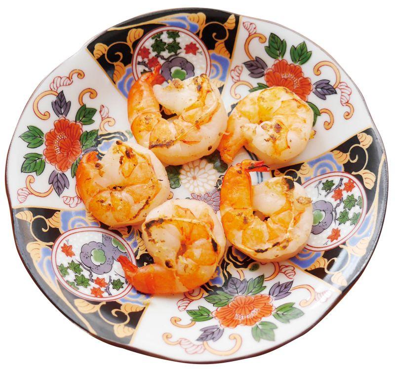 新年料理重箱第一層 份量:3 ~ 4 人份香煎蝦仁象徵意義大蝦仁代表著長壽之意,意味著年長者即使身體隨著年紀增長而相似蝦仁熟透蜷曲的樣子,也依舊可以很健康。