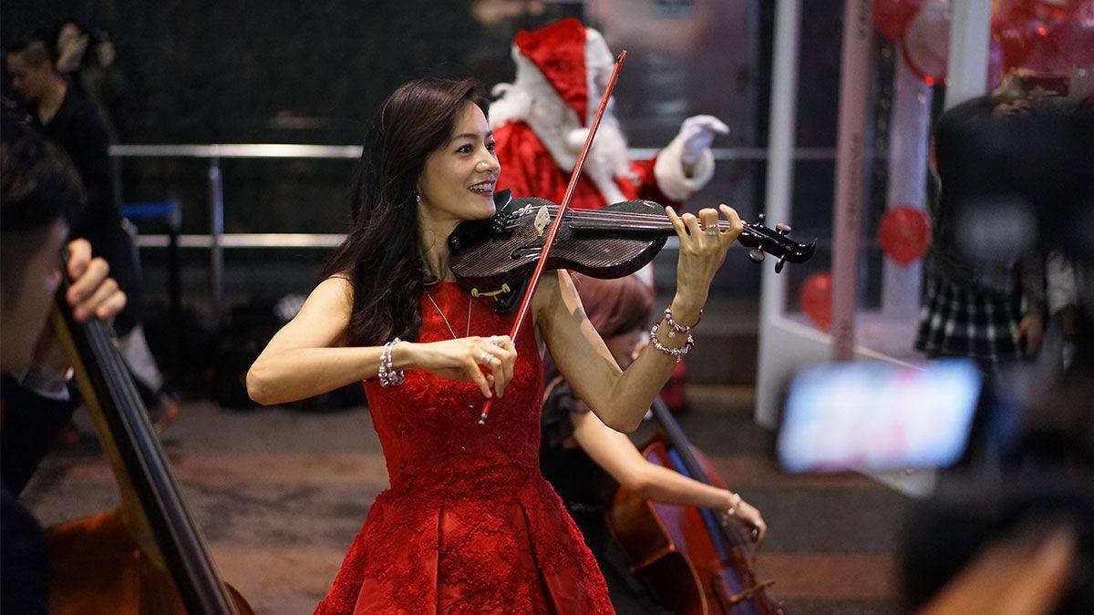 夢幻打卡地點再加一!Janet演奏小提琴快閃東區PANDORA聖誕音樂盒