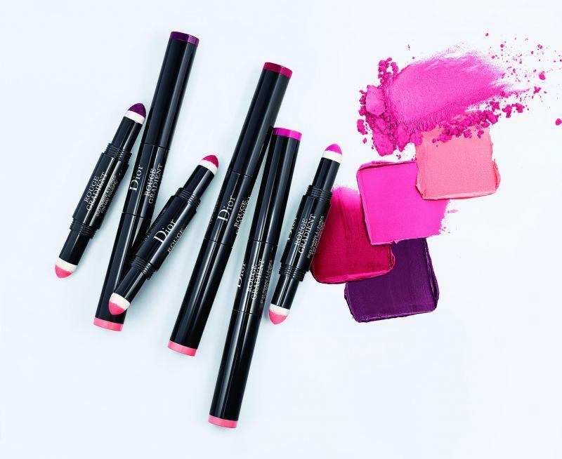 Dior迪奧雙效氣墊染唇筆迷人之處:唇線模糊、更顯雙唇豐盈的唇妝,能使臉部輪廓立體起來,唇膏的色彩與自然唇色融為一體,首度推出雙色「唇彩」 的漸層唇膏,透過微妙的漸層色彩,使雙唇呈現好氣色的全新方式。#575、#755、#975 共有3個色號,NT$1,200更多資訊 >> https://goo.gl/NUOs8A