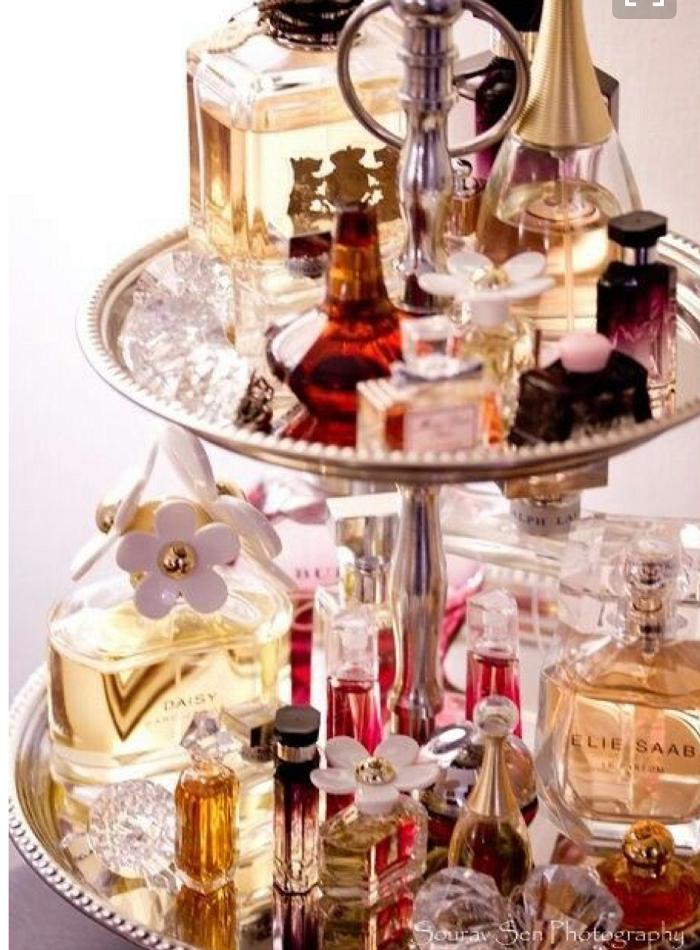 為香水找一個獨立的收納空間,噴香水本身就是一件賞心悅目的事兒。