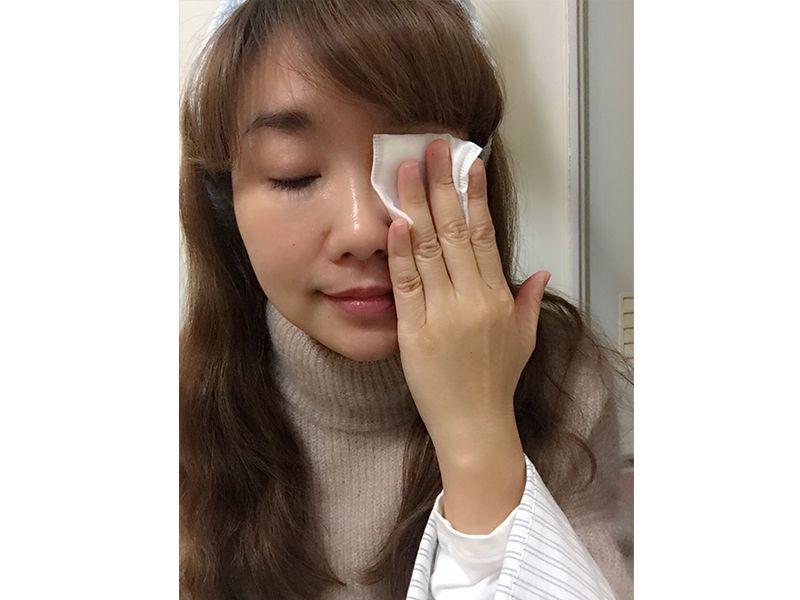 靜置過程是必要的喔,讓眼妝能充分溶解。
