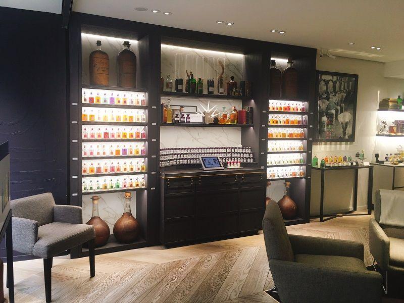 一進入嬌蘭調香師香氛概念店(Guerlain Parfumeur),映入眼簾的是只有這裡才有的數位香氛諮詢區。