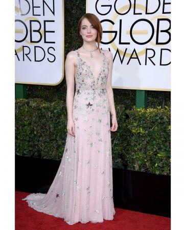 榮獲2017金球獎最佳女主角的Emma Stone配戴Tiffany珠寶閃耀金球獎