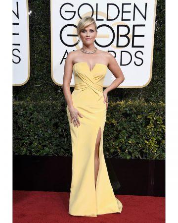 擔任2017金球獎頒獎人的女星Reese Witherspoon配戴Tiffany珠寶展現自信態度