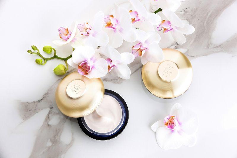 嬌蘭全新「蘭鑽精奢氧生乳霜」