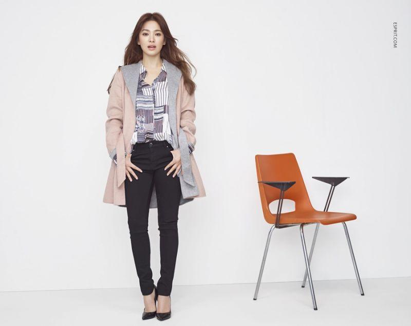 顏色清新的幾何圖案,為沉悶的冬天衣櫥帶來新氣象,加上柔軟輕盈的雙色外套,迎接新年新氣象!