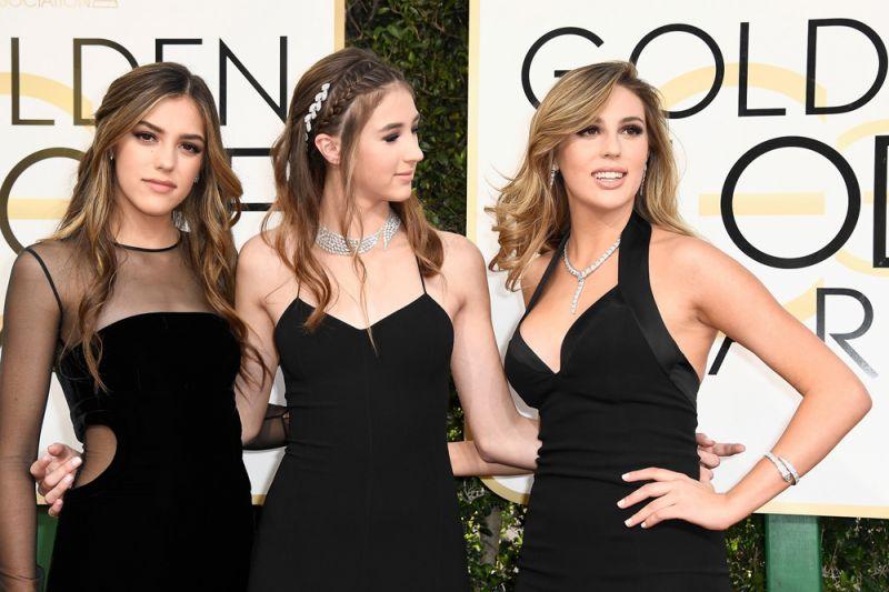 Sophia Stallone 蘇菲亞史特龍 (席維斯史特龍的大女兒)配戴寶格麗SERPENTI系列珠寶與兩位妹妹Sistine Stallone及Scarlet Stallone出任第74屆金球獎「金球小姐」