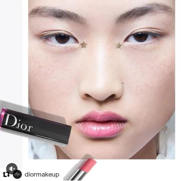 今年春夏訂製服秀場彩妝中,這支重量級唇釉已被全球彩妝創意形象總監Peter Philips率先曝了光!