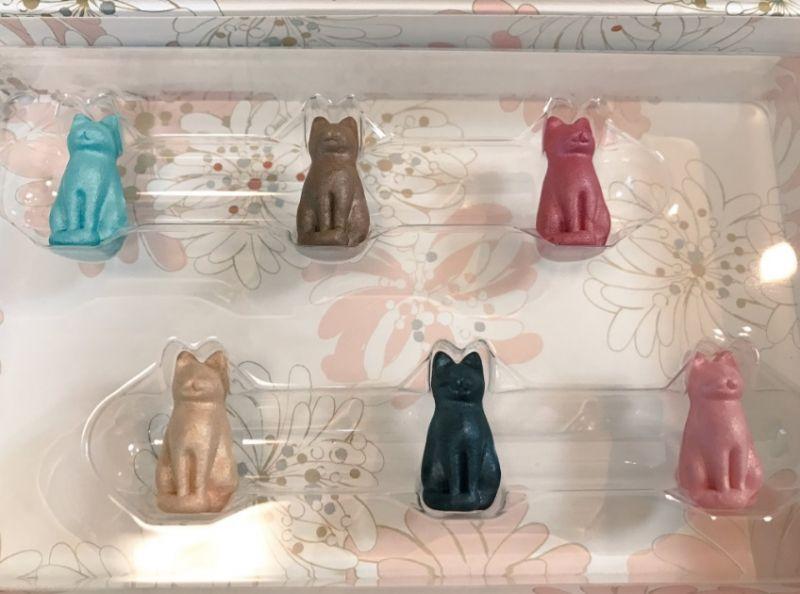 日本Paul & Joe15周年限定彩妝系列有6隻立體貓咪,3隻是眼影,另外3隻是臉部局部打亮產品,日幣預計售價9500円。