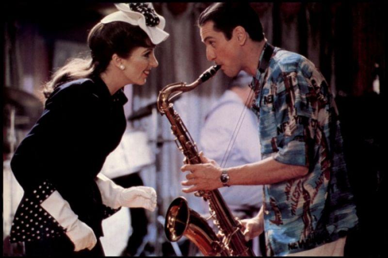 馬丁史柯西斯有黑色歌舞片之稱的《紐約紐約》,奧斯卡影帝影后勞勃狄尼洛苦學薩克斯風以強化表演可信度,麗莎明妮莉演唱的同名主題曲更成為日後所有鐵肺女歌手效法的範本。