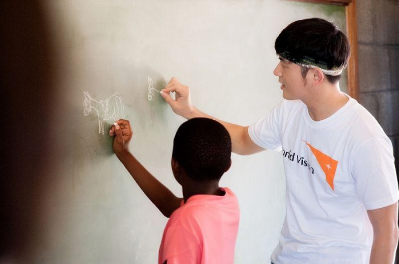 參訪過中小學後,宥勝深深感受到知識就是翻轉的力量,「對一個地方的發展來講,還是要有知識的累積才有辦法提升。」