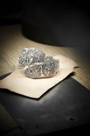 GABRIELLE CHANEL手鐲由位於巴黎芳登廣場(Place Vendôme)18號CHANEL頂級珠寶工坊所打造的作品,作品完成,已可交付。