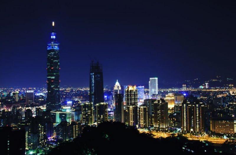 TOP1、台北象山運動看夜景