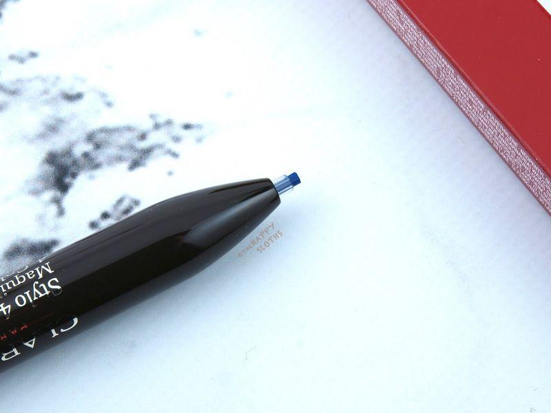 好細心的設計,克蘭詩四色筆筆芯前端有護套,想點像自動筆。
