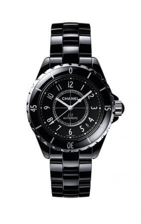 J12 腕錶黑色高科技精密陶瓷*及精鋼。自動上鍊機械機芯。42小時動力儲存。功能:時、分、秒、日期顯示。單向旋轉錶圈。三層折疊式精鋼錶扣。旋入式錶冠。防水深度:200米。直徑:38毫米。另有42毫米(自動上鍊機芯),及33毫米(石英機芯)*高科技,高度防磨損材質