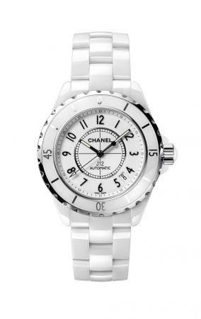 J12 腕錶白色高科技精密陶瓷*及精鋼。自動上鍊機械機芯。42小時動力儲存。功能:時、分、秒、日期顯示。單向旋轉錶圈。三層折疊式精鋼錶扣。旋入式錶冠。防水深度:200米。直徑:38毫米。另有42毫米(自動上鍊機芯),及33毫米(石英機芯)*高科技,高度防磨損材質。