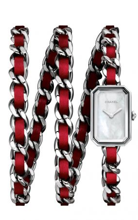 PREMIÈRE ROCK 紅色腕錶限量發行1000枚。精鋼錶殼。白色珍珠母貝錶盤。凸圓形精鋼錶冠。紅色皮革穿精鋼三圈錶鍊。高精準度石英機芯。功能:時、分顯示。防水深度:30米。尺寸:15.8 x 23.6 x 6.2毫米。共推出四款尺寸:XS,S,M及L。建議售價NTD143,000元