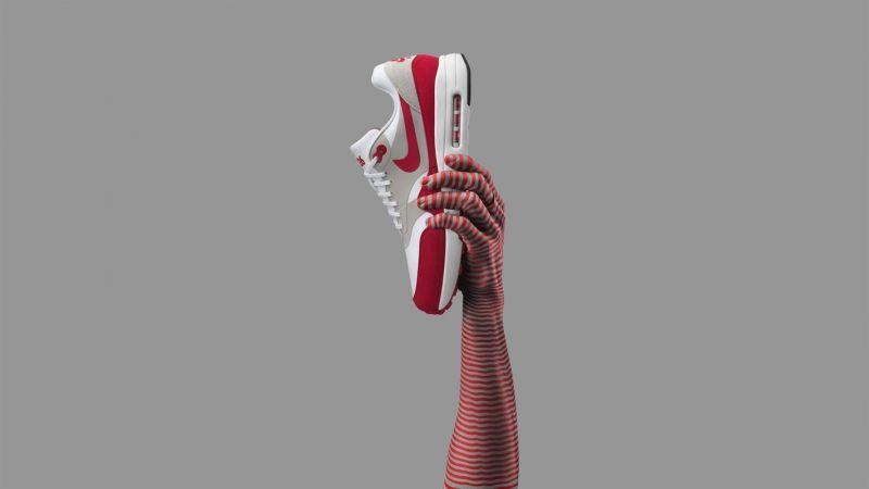 """Nike Air Max 1 Ultra 2.0 LE為了慶祝Air Max 1誕生30週年,Air Max 1 Ultra 2.0應運而生。作為至今具創新性的Air Max 1,中空ultra鞋底也讓它成了Nike有史以來最輕盈的Air Max鞋款之一。鞋舌上的""""3.26""""標誌著Air Max 1的誕生紀念日。"""
