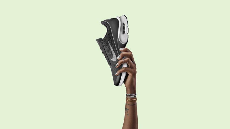 女款Nike Air Max Jewell以首次發佈於1998年並廣受歐洲女性喜愛的Air Max Plus為設計靈感,Nike Air Max Jewell是迄今以來第二雙女生專屬的Air Max鞋款。