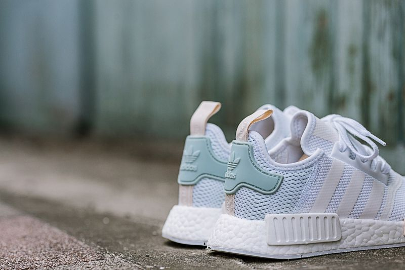 NMD_R1 W (BY3033),NT5,290
