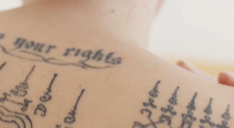 安潔莉娜裘莉在形象照下方說了一段話:「我的隱形刺青,我的香水,我的印記Mon Guerlain。」以她來詮釋當代女性的特質,再適合不過。