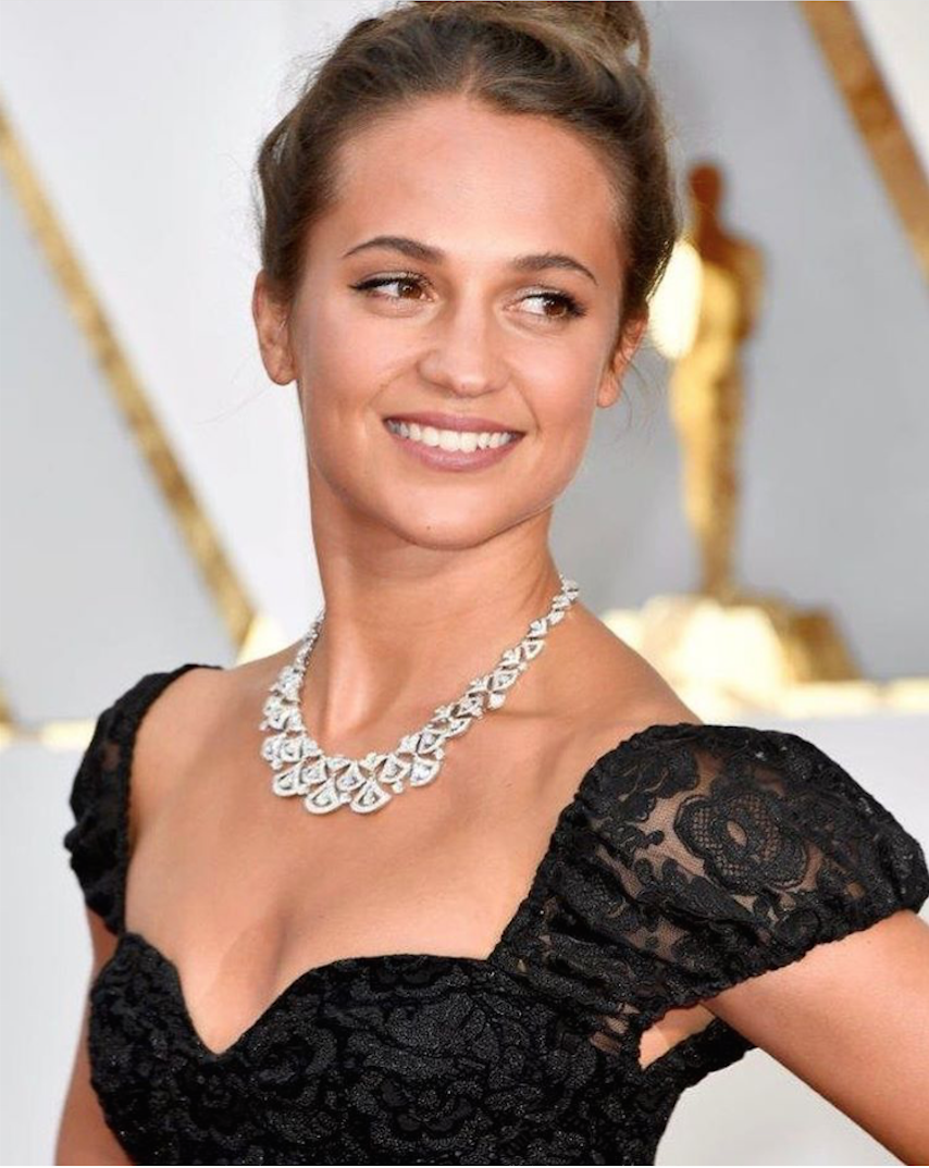 Alicia Vikander於奧斯卡典禮紅毯上配戴BVLGRI 頂級珠寶