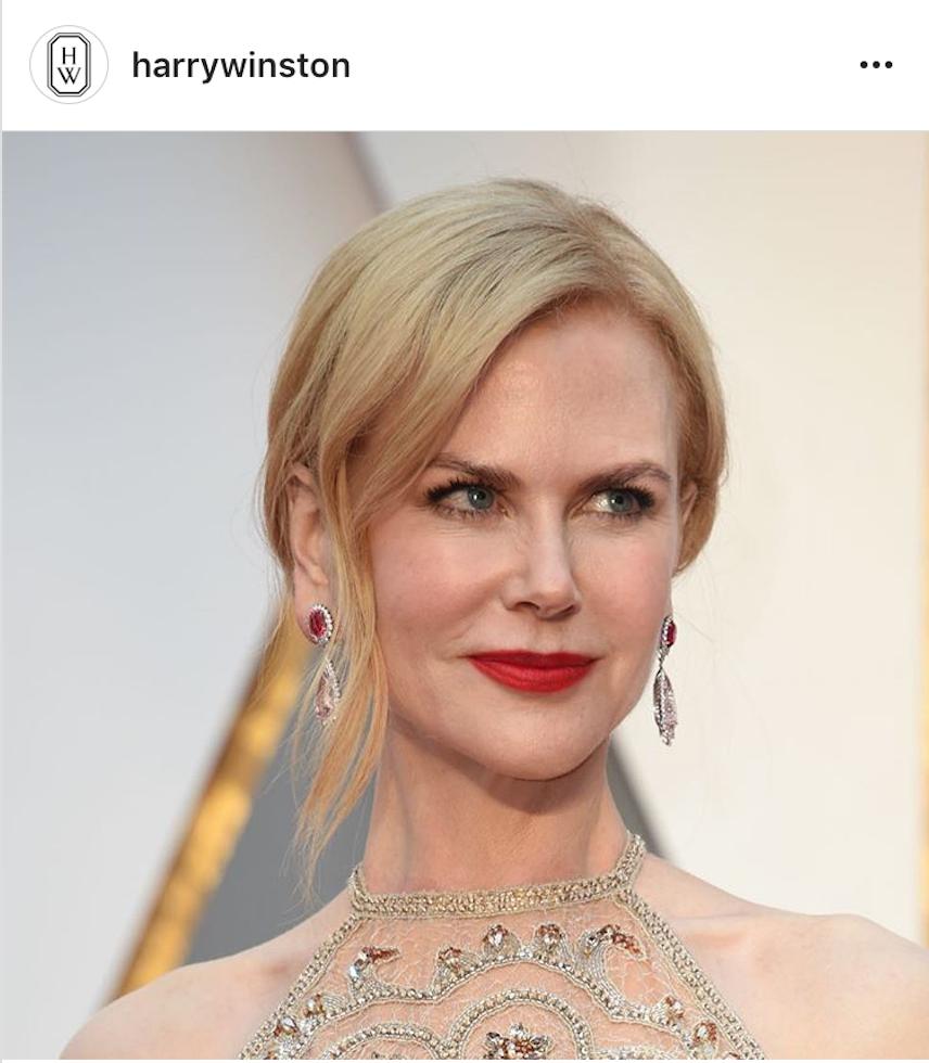 妮可基曼Nicole Kidman以Harry Winston鑽石與粉色系尖晶石耳環襯托好氣色