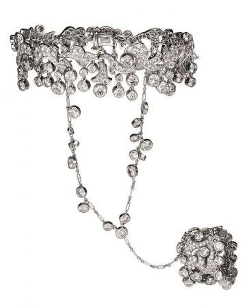 白K金鑲嵌鑽石戒鐲,Dior。