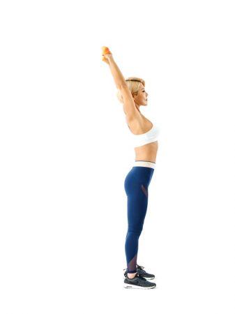 7 擺出歡呼的姿勢,伸展全身。步驟1∼7重複10次。