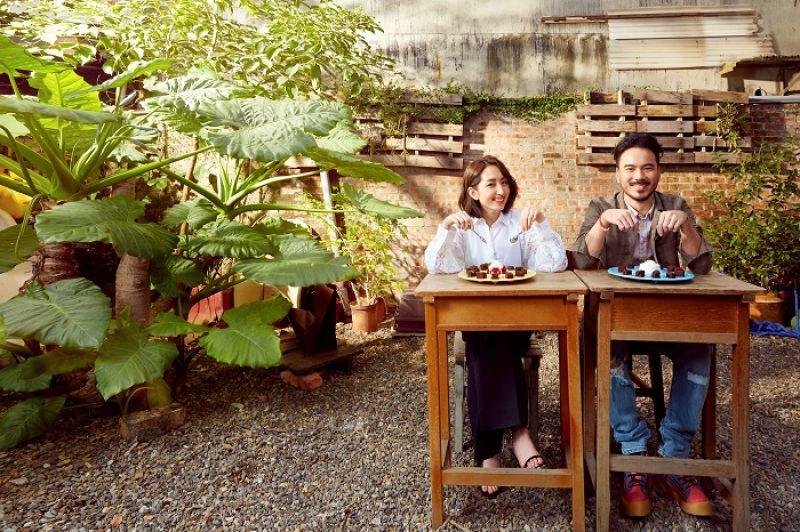 王柏又:迷彩夾克外套,Allsaints;淺粉色襯衫,Allsaints;仿舊抽鬚牛仔褲,H&M;撞色拼接高筒鞋,Giuseppe Zanotti。