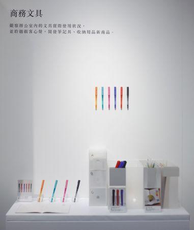 可擦鋼珠筆不需再額外使用修正液,特殊的墨水會因摩擦受熱時的溫度除去書寫痕跡,有別於日本國內販售的設計,預估將掀起一波文具控的搶購風潮。(品名暫定,預計8月上市)