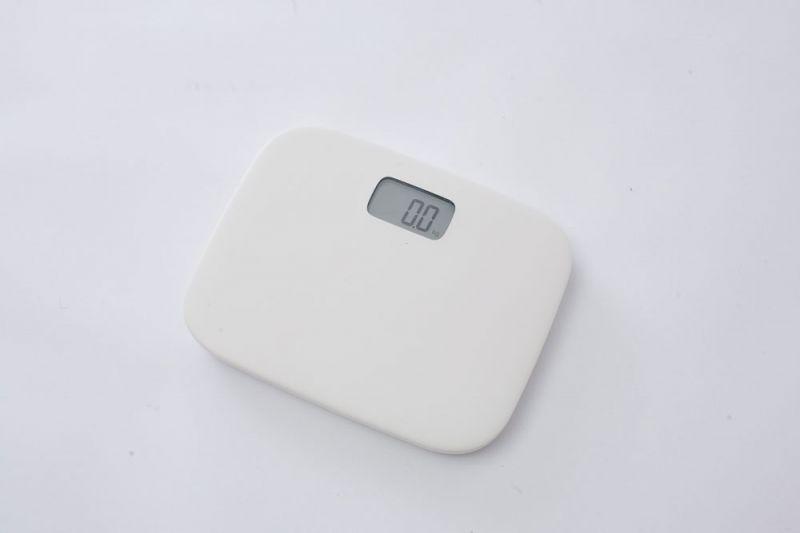 體重計注重功能簡化,不須額外按下開關,只要受測者站上機器即會顯示體重數字,圓潤的造型、輕巧好收納。(預計5月上市)