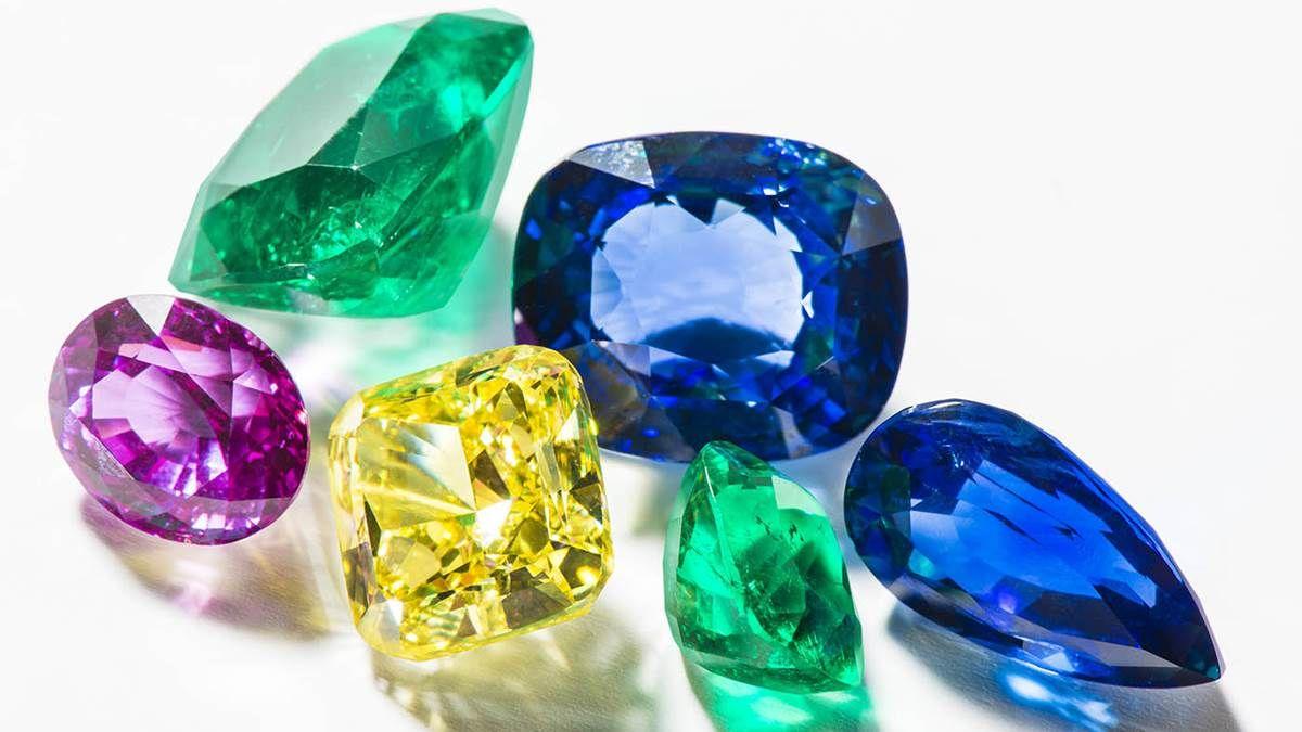【珠寶小學堂】粉晶有助戀愛、黃水晶招財、祖母綠可以明目...來看不同寶石蘊藏了那些神秘力量!