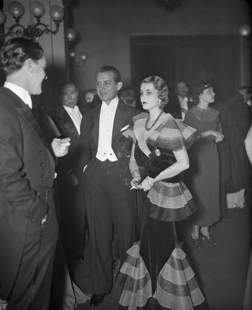 1934年名媛芭芭拉赫頓(Barbara Hutton)向巴黎卡地亞訂製的翡翠珠項鏈,可惜質量均美的這串翡翠珠沒能改變她不斷傷心的愛情宿命。