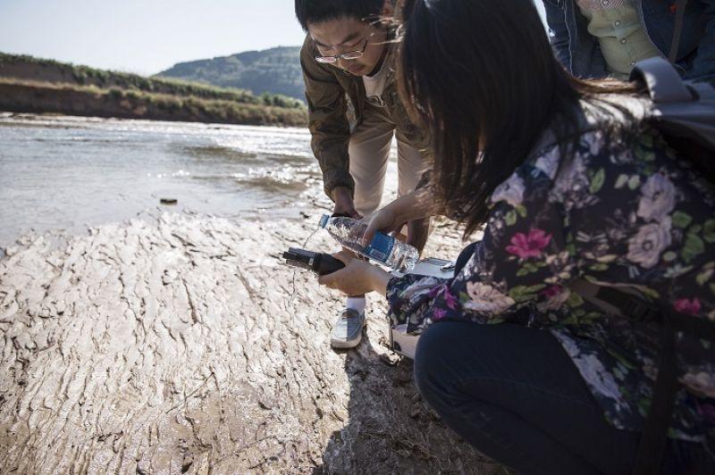 生活廢棄物和農藥不僅汙染了土地,也隨著雨水進入河流與地下水,造成嚴重的傷害
