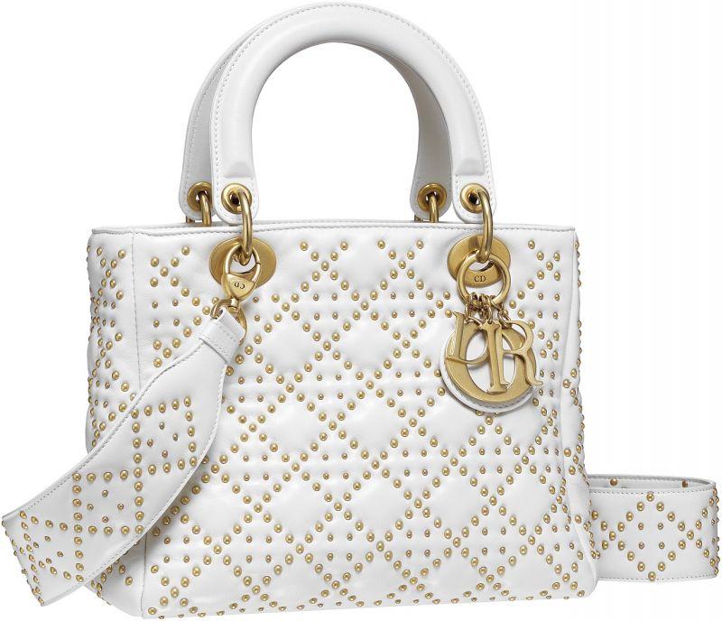 Lady Dior 拿鐵白色小羊皮鉚釘綴飾籐格紋大型款提包NT$165,000