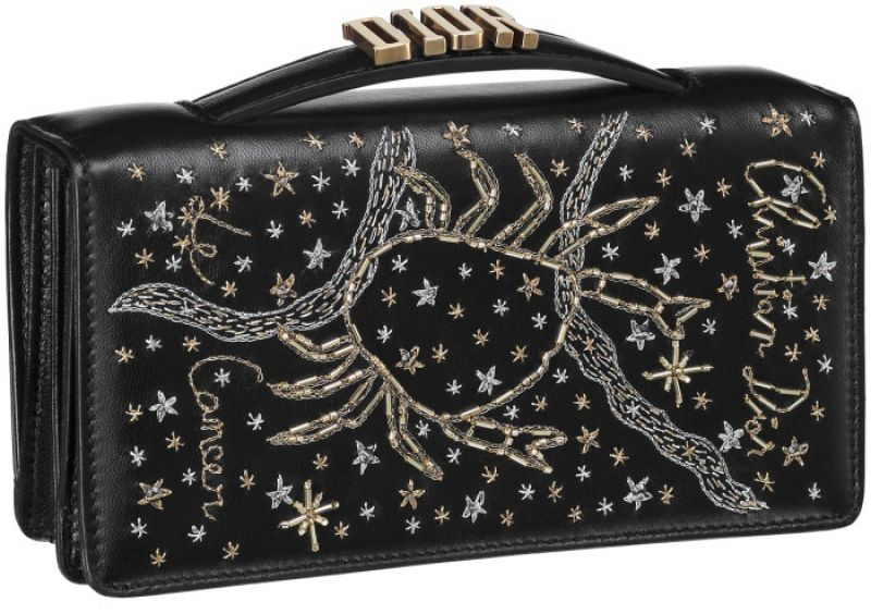 黑色巨蟹座手工刺繡小羊皮晚宴包 NT$73,000