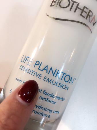 「奇蹟活源乖乖乳」,英文品名很清楚的標示「sensitive emulsion」(敏感性肌膚的乳液),指的並不是只給敏感肌使用,而是當肌膚出現一些敏感的狀況,具有穩定健康的作用。