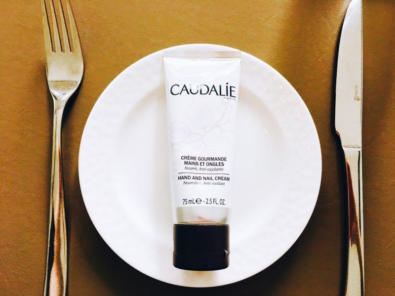 美食編輯們對食物的喜愛也在護手霜上,這款出差時大家會一起分享的護手霜,滋養手部和指甲且抗氧化,好舒服的葡萄籽新鮮氣息讓大家好放鬆,聊天話題不斷!推薦者:Marie Claire 生活資訊編輯 安姬