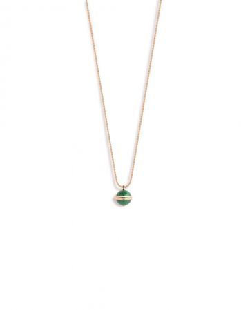 Possession18K 玫瑰金項鍊,鑲嵌單顆圓形美鑽(約重0.02克拉)及2顆孔雀石圓珠(約重22.2克拉)G33PA900 台幣參考價格155,000元